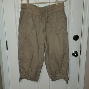 GW Mossimo supply Co. Khaki capri pants 18W